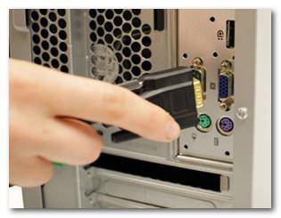 Соединение кабеля монитора с VGA портом