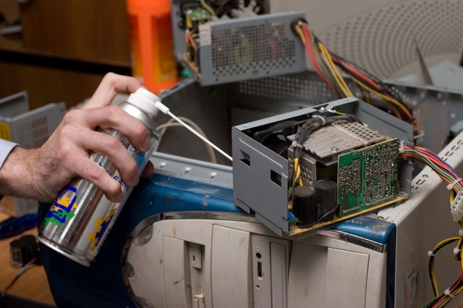 компьютер включается после нескольких секунд работы